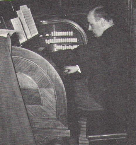 marcel Godard à l'orgue de St Pierre de Rome en 1970